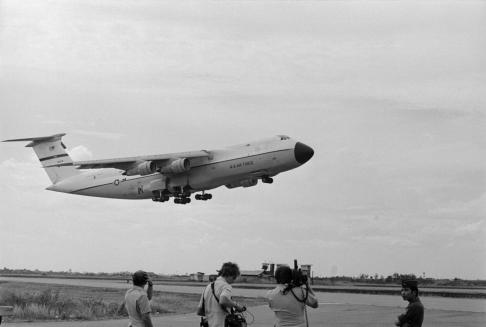 Chuyến máy bay bất hạnh cất cánh rời phi trường Tân Sơn Nhứt.