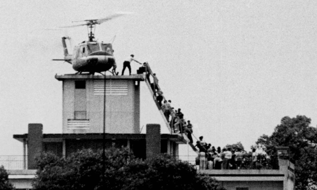 Những cố gắng cuối cùng để thoát khỏi Sài Gòn. Nguồn: Hugh van Es/REUTERS