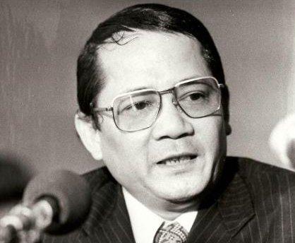 Thủ tướng Long Boret bọ Khểm Đỏ bắt và xử tử hình ngày 17 tháng Tư, 1975. Nguồn:  executedtoday.com