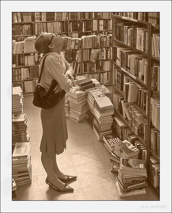 Văn học hải ngoại nên có một kệ riêng của mình hay không? Nguồn: themigrantbookclub.com