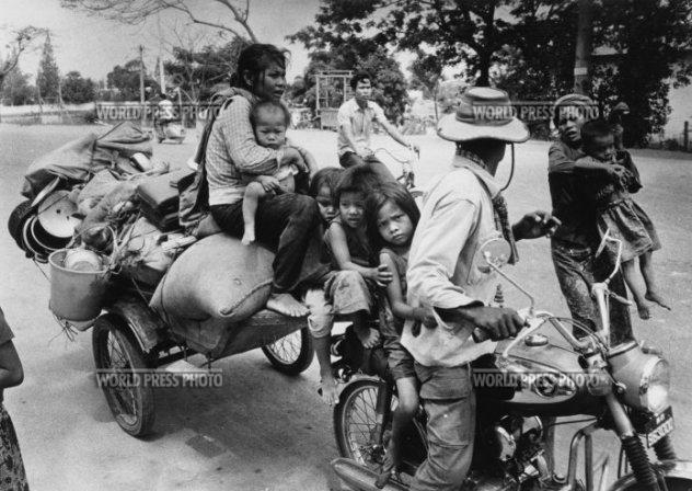 """""""thời gian là chạy ra 'Đại sứ quán Campuchia cảm thấy mất By SYDNEY H. SCHANBERG New York Times Service PHNOM PENH"""