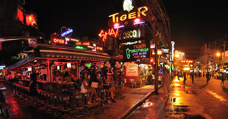 Phuket về đêm, Thái Lan. Nguồn: sambawalker.com