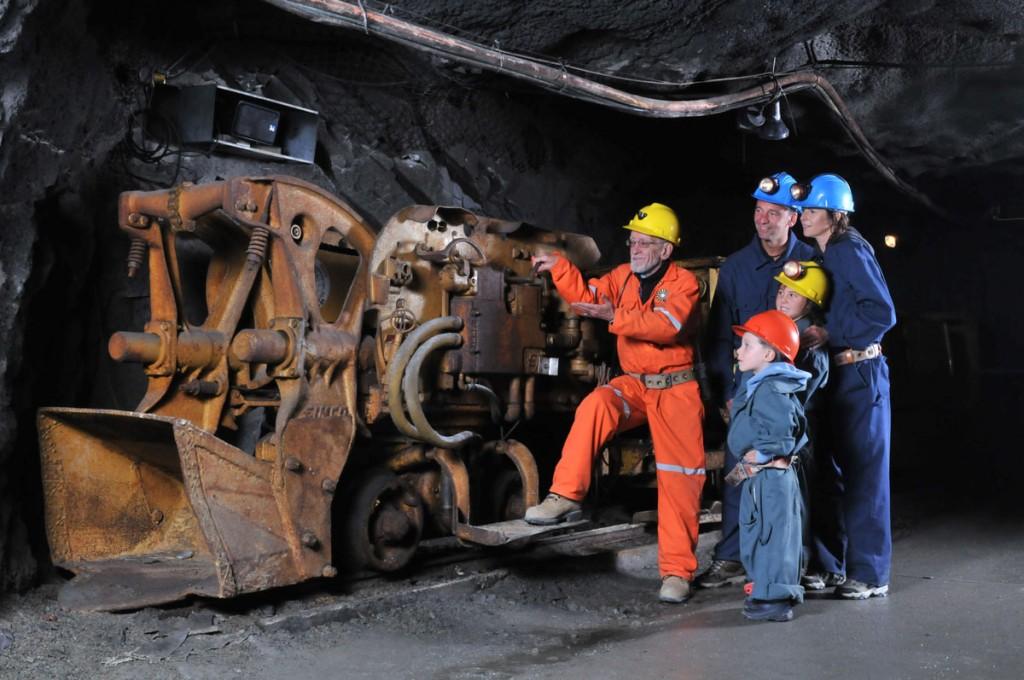 Ba thế hệ trong mỏ ở Val d'Or. Nguồn: http://www.citedelor.com/
