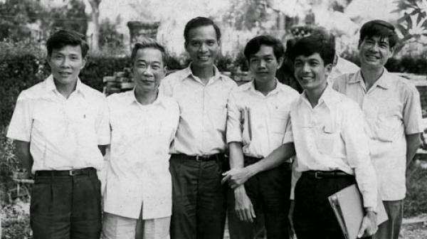 Lý Chánh Trung, Tố Hữu, Lê Quang Vịnh, Lê Văn Nuôi, Huỳnh Tấn Mẫm, Nguyễn Đình Thi. Nguồn: OntheNet