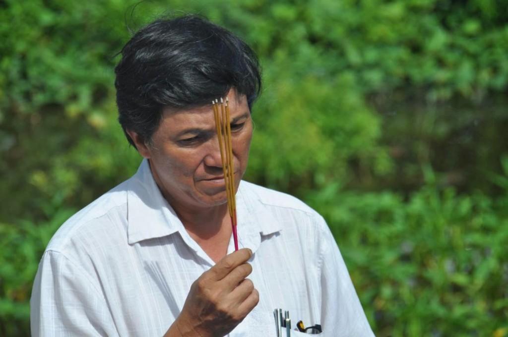 Lý Tiến Dũng, con trai thứ của Lý Chanh Trung, trong tang lễ bà Maria Trần Thị Gấm (Bà Lý Chánh Đức), Nguồn: http://tatrungtravinh.blogspot.ca/