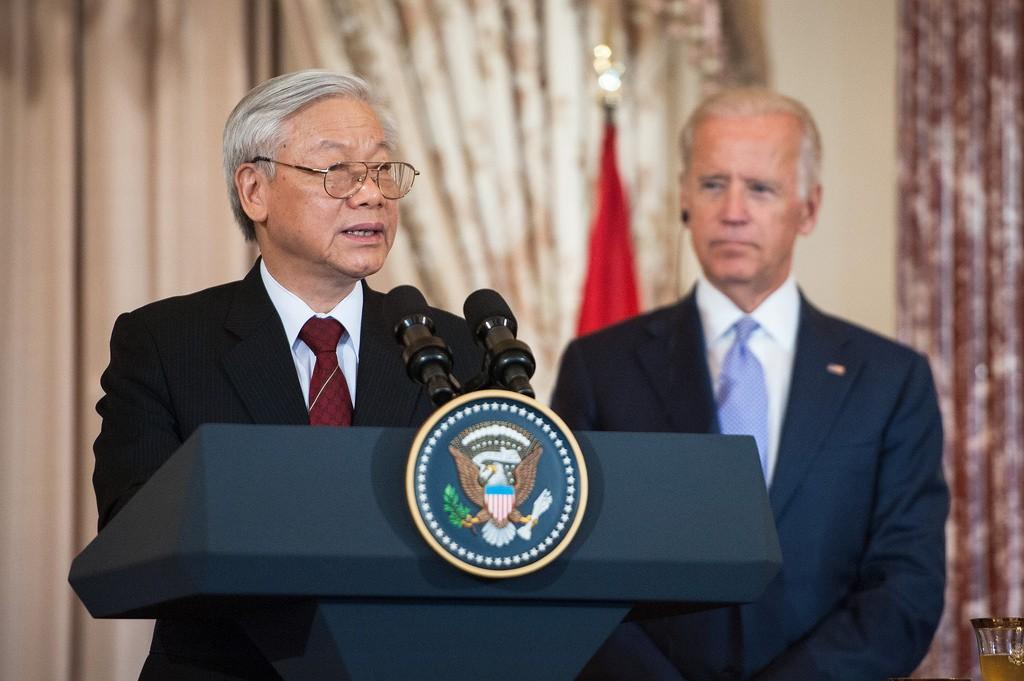 Tổng bí thư đảng CSVN Nguyễn Ohus Trọng phát biểu ở bữa cơm trưa do Pho Tổng thỗng Mỹ Joe Biden thết đãi. (7/7/2015)Hình: Bộ Ngoại giao Mỹ