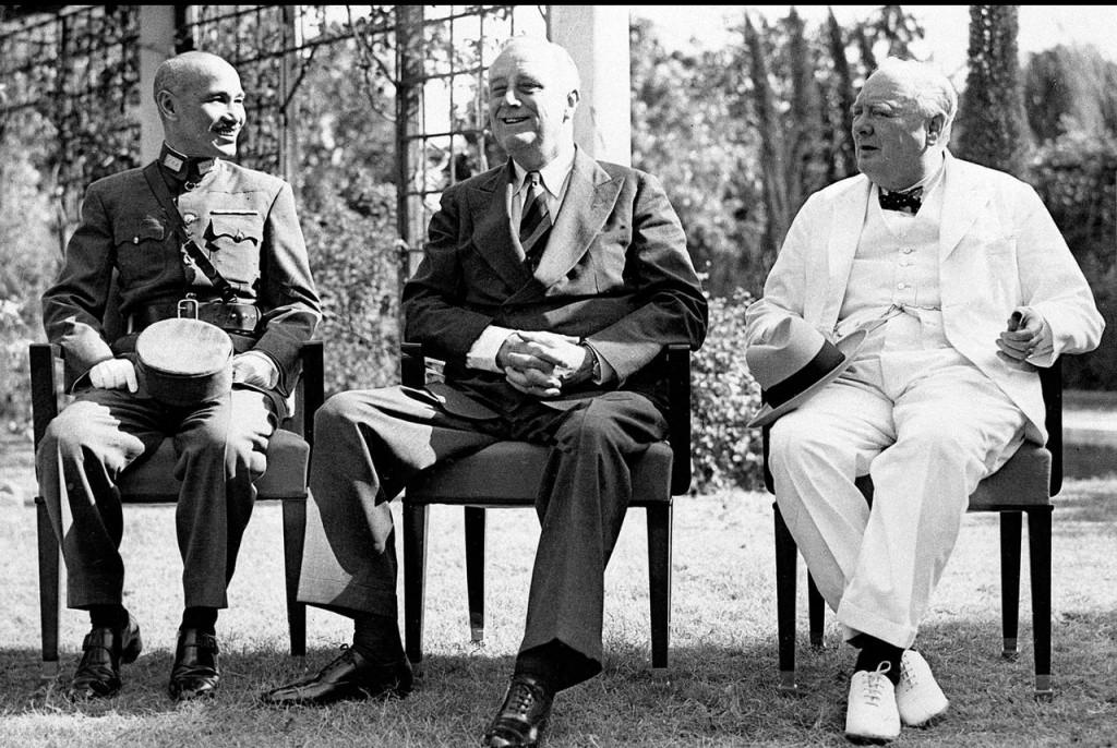 Chiang Kai-shek, trái, với Tổng thống Mỹ Franklin D. Roosevelt, giữa, và Thủ tướng Anh Winston Churchill ở Cairo vào năm 1943. Nguồn: ASSOCIATED PRESS