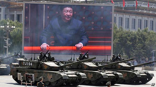 Tập Cận Bình trên màn hình trong cuộc diễn binh ở Quảng trường Thiên An Môn, 3/9/2015. Nguồn AP