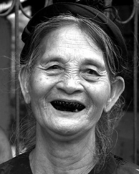 Tóc vấn, răng đen. Nguồn: Skywalkers nhóm Vnphoto tại Hà Nội.