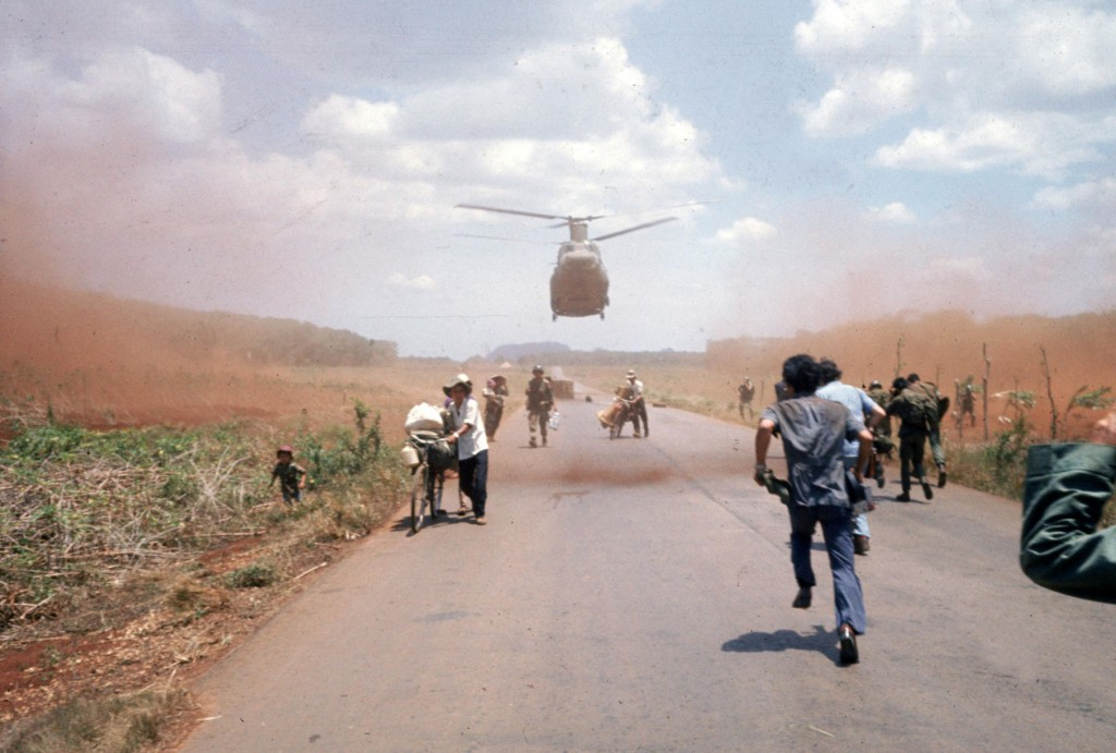 iieefn Nam sụp đổ, tháng 4, 1975. Nguoodn: Dirck Halstead/Getty Images