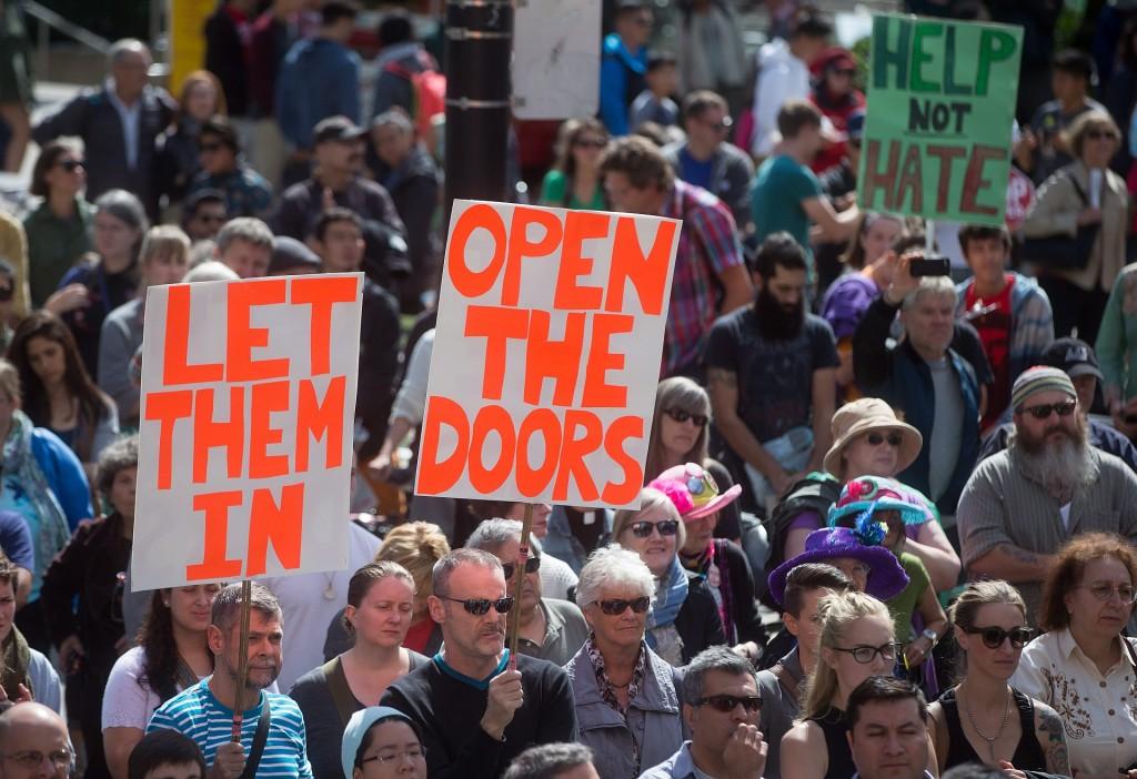 Một cuộc biểu tình kêu gọi chính phủ Canada nhận người tị nạn Syria nhiều hơn (Chủ nhật 6 Tháng Chín, 2015, tại Vancouver, British Columbia. Nguồn: Darryl Dyck / CP via  AP