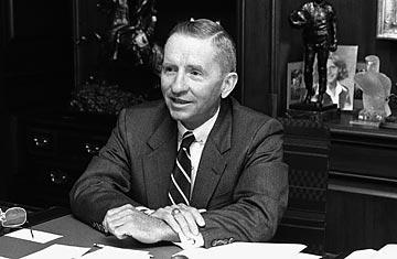 Người thành lập EDS, Ross Perot, lạnh lùng từ chối không tiếp ông Chủ tịch Mặt trận. Nguồn: Bettmann / Corbis