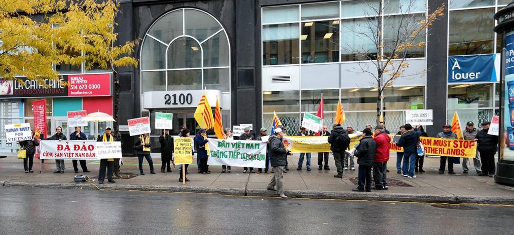 Người Việt Montreal biểu tình phản đối TC và Tập Cận Bình. NGuoodn DCVOnline