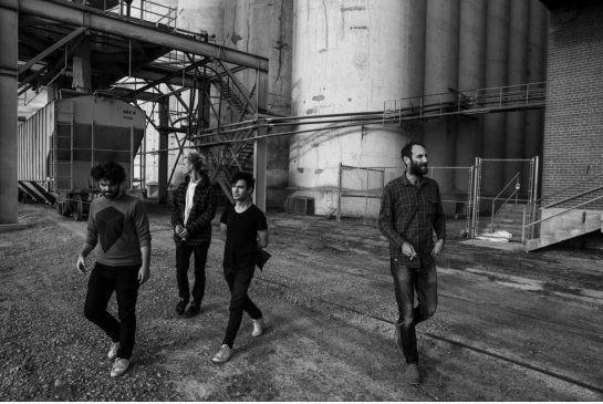 Bốn nhạc sĩ Matthew Flegel, Scott Munro, Daniel Christiansen, Mike Wallace trong ban nhạc Viiejt Cộng. Nguồn: COLIN WAY\
