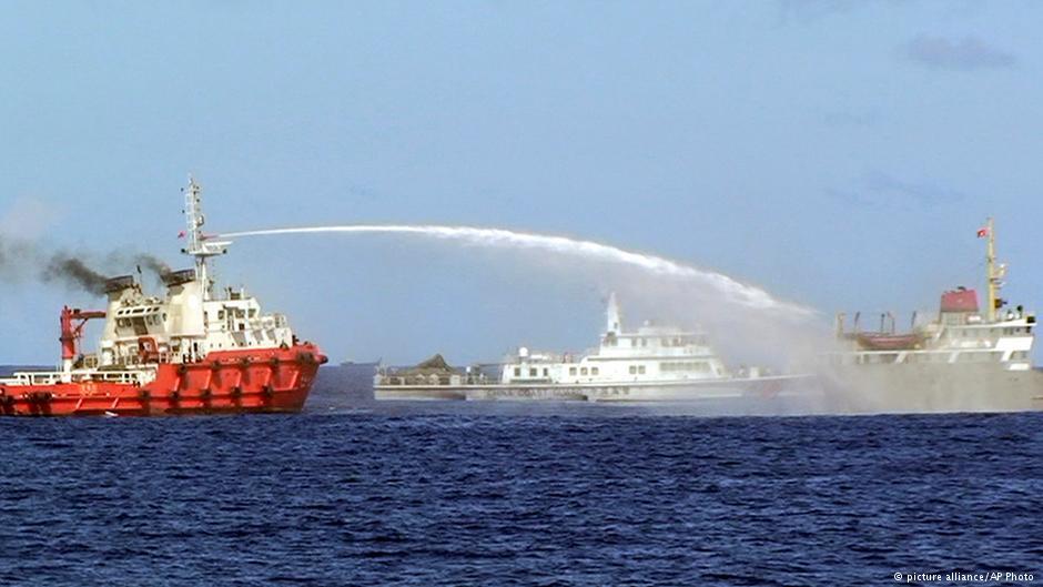 Căng thẳng giữa Trung Quốc và Việt Nam leo thang sau khi TQ đưa một giàn khoan dầu khổng lồ của Bắc Kinh trong vùng biển tranh chấp. Nguồn:   © picture-alliance/ AP