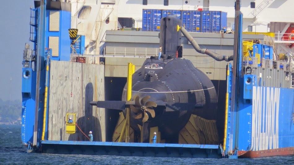 Tàu ngầm HQ-184 Hải Phòng được Nga đưa đến Vịnh Cam Ranh. Nguồn: asian-defence-news.blogspot.com
