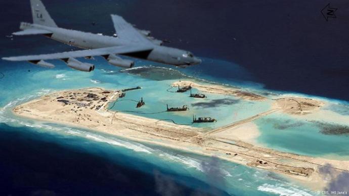 Hình minh hoạ B-52 ay gần đảo nhân tạo. Nguồn: www.baogiaothong.vn