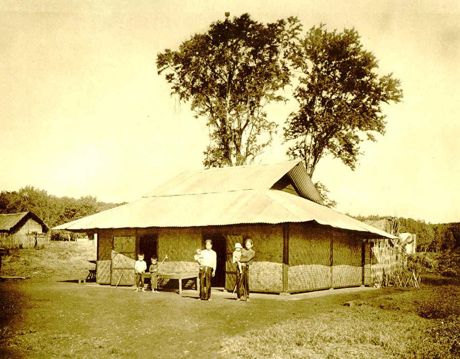 Nhà của công nhân đồn điền Lộ Ninh. Nguồn: http://belleindochine.free.fr/