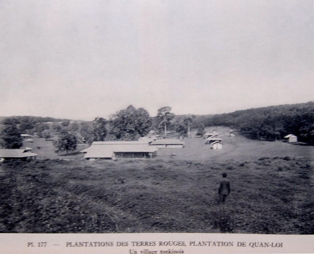 Khu chung cư của thợ mủ cao su (người từ miền Bắc) ở Đồ điền Quản Lợi. (1931). Nguồn:  http://www.quanloi.org/