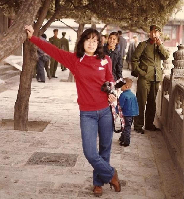 """Day's Lee tại Trung Quốc. """"Ở Trung Quốc đã làm tôi cảm thấy mình là người Canada nhiều hơn,"""" Lee Day cho biết cảm tưởng trong lần đầu tiên đi về thwam quê của cha mẹ của cô. Nguồn: Day's Lee"""