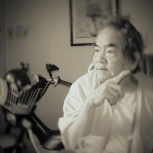 Hoàng Phủ Ngọc Tường (ngồi xe lăn) xách mé gọi người lính Cộng Hoà là thằng lính Ngụy, thằng Diệm, thằng Thiệu. – Nguồn: maithanhhaiddk.blogspot.ca