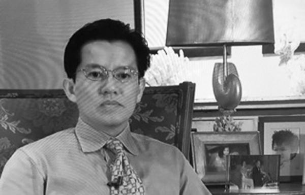 Ai ở phía sau Nguyễn Thanh Tú? Nguồn PBS.