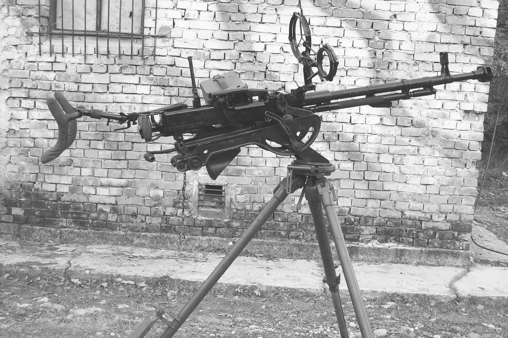 Đại liên DShK (12ly8), vũ khí của Soviet, là hỏa lực cấp trung đoàn và tiểu đoàn bộ binh độc lập của quân chính quy Bắc Việt. Nguồn: Wikipedia.