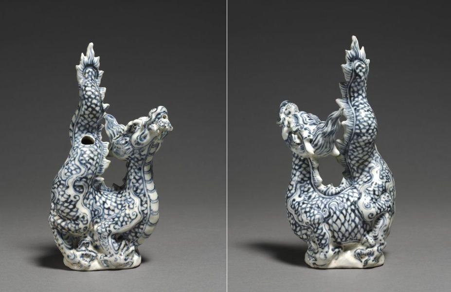 Hình 1: Ấm rồng số 1,  cao 28,30 cm (TAT) DCVOnline: Việt Nam (Annam), thế kỷ 15, sứ màu xanh cao 28,30 cm; rộng 15,00 cm (h: 11 1/8 w: 5 7/8 inch). Do bà Severance A. Millikin A. Millikin viết chúc thư 1989.359 để lại. Cleveland Museum of Art. Nguồn: Trần Tĩnh/pinterest.com