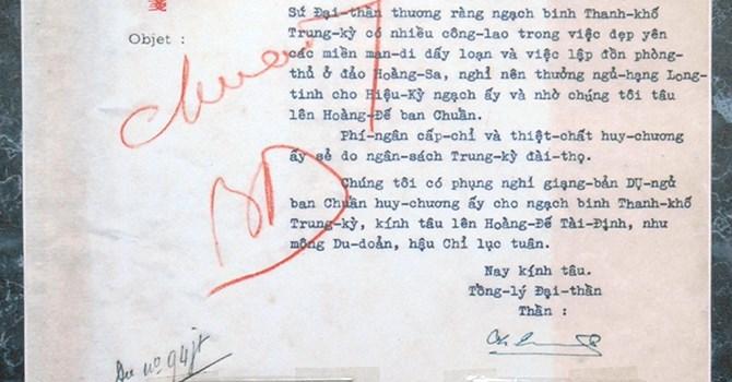 Một trang Châu bản (tiếng Việt) triều Nguyễn. Cục Lưu trữ Quốc gia I.