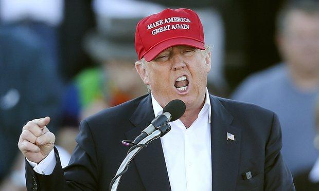 Donald Trump đã đe dọa Trung Quốc bằng một cuộc chiến tranh thương mại, nhưng ca ngợi lãnh đạo Trung Quốc vì 'sức mạnh' của họ. Nguồn: John Bazemore / AP