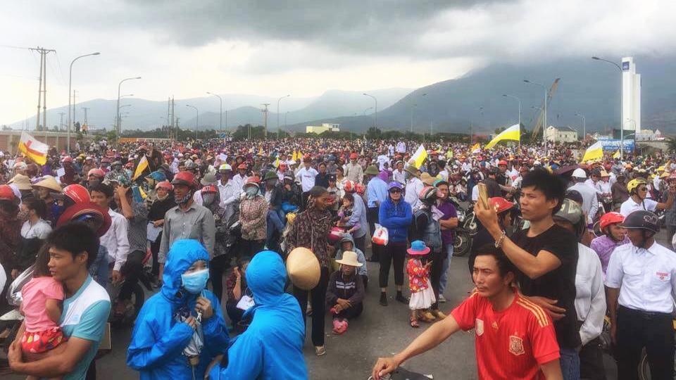 Biểu tình chống phá hoại moi trờng tại Việt Nam, 10/2016. Nguồn: OntheNet