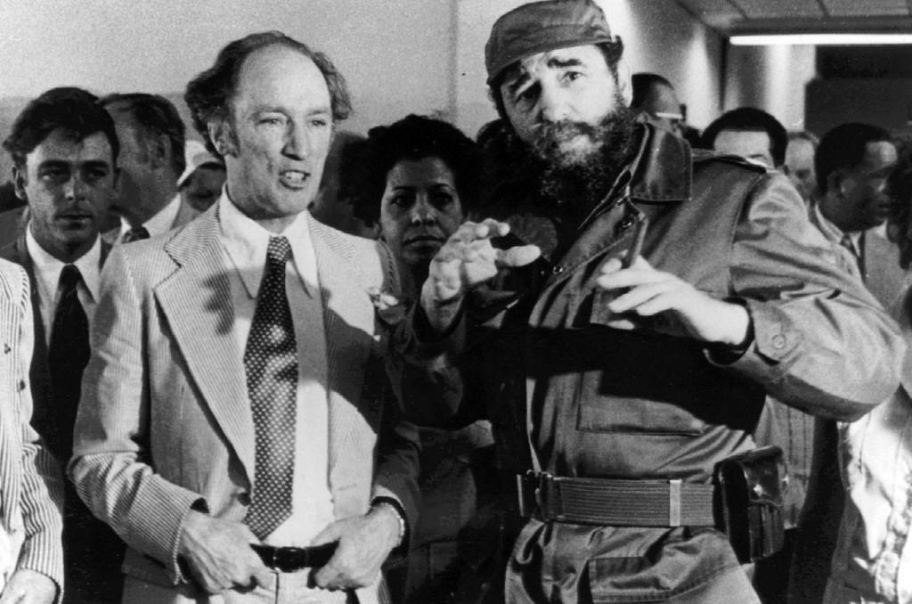 Thủ tướng Pierre Trudeau tại như Cuba bên cạnh Chủ tịch Fidel Castro trong chuyến đi thăm Havana vào ngày 27 tháng 1, 1976. Nguồn: THE Canadian Press / Fred Chartrand