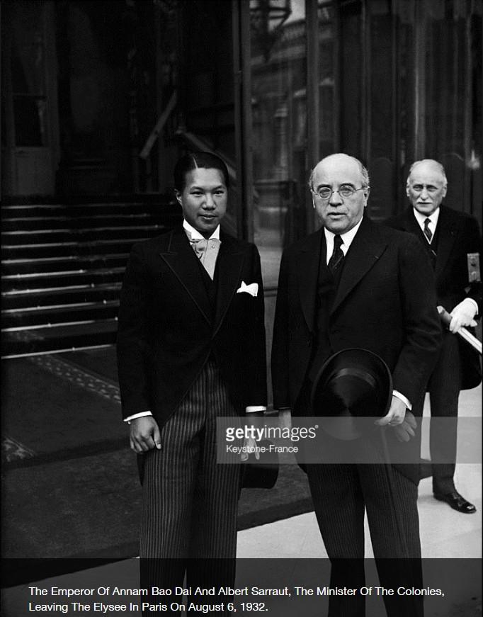 Bảo Đại và Bộ trưởng Bộ Thuộc địa Pháp Albert Sarault trướng cồng Điện Elyssé, Paris 6 tháng 8,1932. Nguồn Getty Images