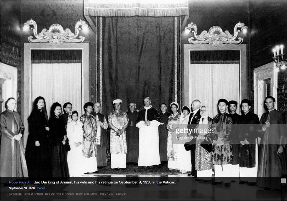 Bảo Đại và Nam Phương cùng một số trong hoàng tộc tại Vatican năm 1950. Nguồn:
