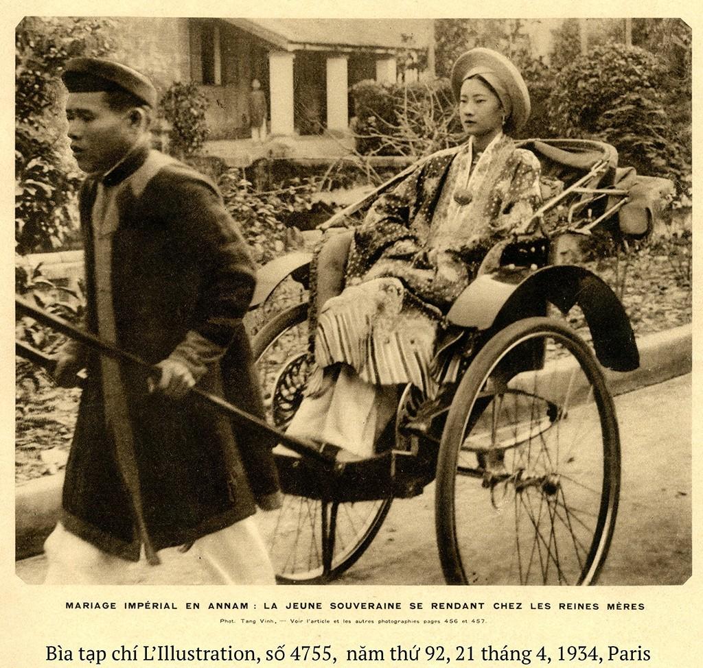 Hoàng hậu Nam Phuong trên xe kéo đến dinh Hoà Thái hậu, Huế, 1934.