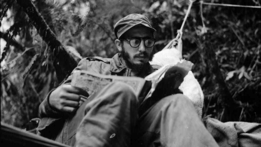 Fidel Castro tại một tiền đồn ở Sierra Maestra. Castro chỉ huy lực lượng của mình trong khu vực này từ tháng 12 năm 1956 đến tháng năm 1958. Nguồn:  Thư viện Đại học Yale