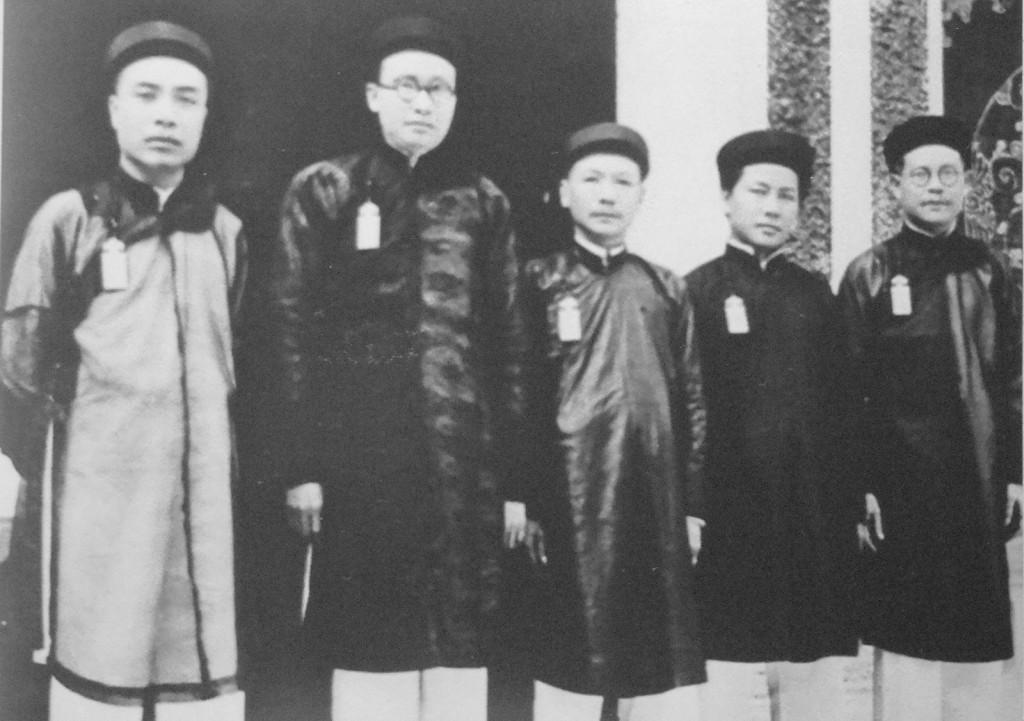 5 vị Thượng thư từ trái qua phải Hồ Đắc Khải, Phạm Quỳnh, Thái Văn Toản, Ngô Đình Diệm, Bùi Bằng Đoàn. Nguồn: Wikipedia.org